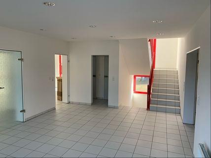 Diele Treppenhaus Bürogebäude Ideale Kombination aus Gewerbe und Wohnen