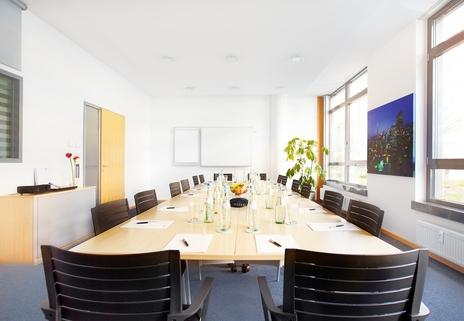 Konferenzraum Repräsentatives Bürogebäude in der Leopoldstraße, Büroräume von 14 m² bis 10800 m²