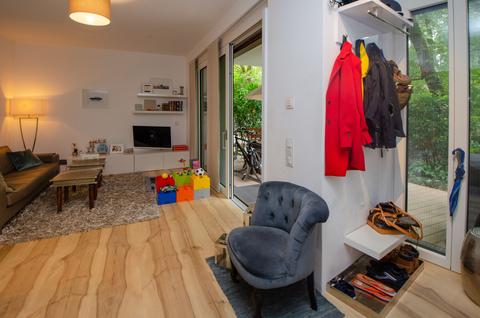 Eingang und Garderobe Eisbach-Privatzugang! Exklusive Erdgeschosswohnung über 2 Etagen (EG/UG)