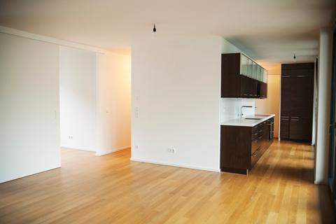 Wohnzimmer Rtg. Küche Haidhausen - 2,5 Zi-Whg. mit großer Dachterrasse