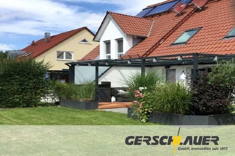 Garten und Terasse Schicke Doppelhaushälfte mit schönem großem Garten
