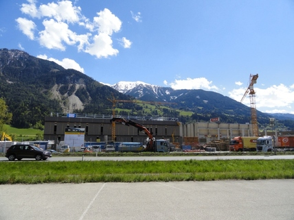 Adler TOP LAGE direkt an der Tiroler Bundesstrasse!