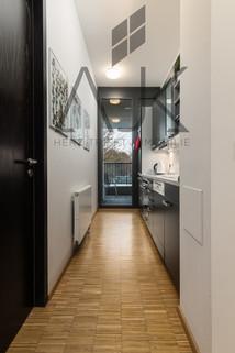 Küchenzeile Beste Ludwigsvorstadt: Zwei-Zimmer,   Loftcharakter - 13qm Süd/West Loggia, Keller/TG - bezugsfrei!