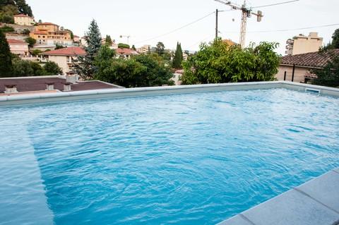 Gemeinschaftspool Franz Riviera nähe Monaco: Hochwertie neue Penthaus Whg. mit Meerblick zu verkaufen