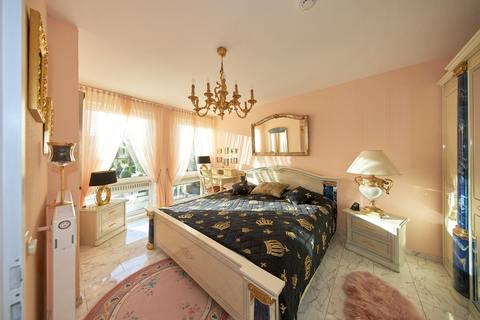 Schlafzimmer Barrierefreie, sonnige 2-Zimmer-Wohnung mit Gartenanteil in Röthenbach b. Schweinau