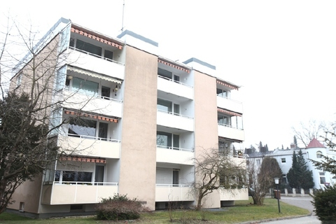 Außenansicht Luxuriös renovierte 1-Zi.-Whg. mit Süd-Balkon und separater Küche mit Fenster in Planegg