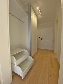 Flur mit Einbauschrank Erstbezug nach Sanierung 1-Zimmer-Wohnung Bestlage Menterschwaige