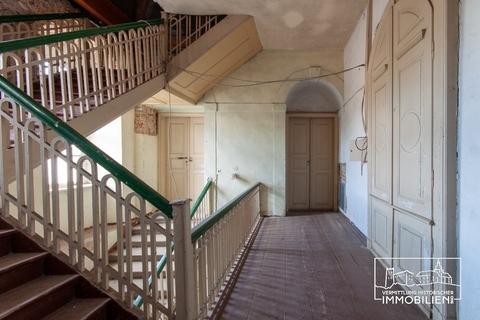 OG Treppenhaus Schloss des Klassizismus zwischen Leipzig und Dessau, teilsaniert