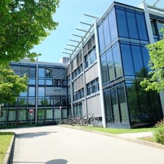 Außen2 Klassisches Bürogebäude ... Perfekte Büros mit guter Verkehrsanbindung