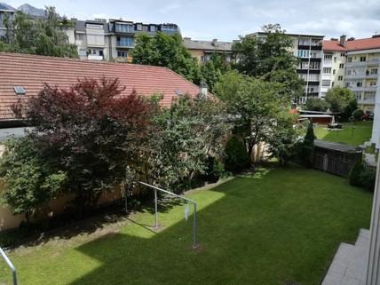 Ausblick vom Balkon in den allgemeinen Garten Top Lage    4 Zimmer Altbauwohnung mit Charme