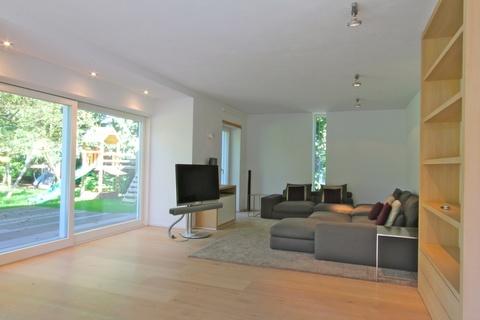 Wohnzimmer Lichtdurchflutetes zeitlos modernes Einfamilienhaus mit natürlich angelegtem Felsenpool ruhige Lage