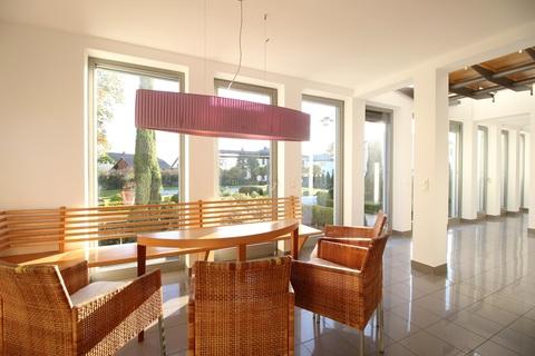 Bild 10 Moderne, lichtdurchflutete Villa mit Pool