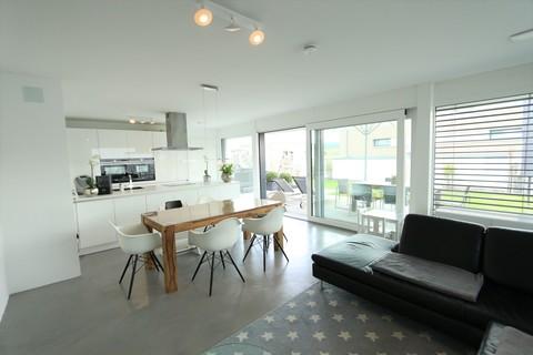 Wohnzimmer Bauhausvilla-Design trifft Familie!