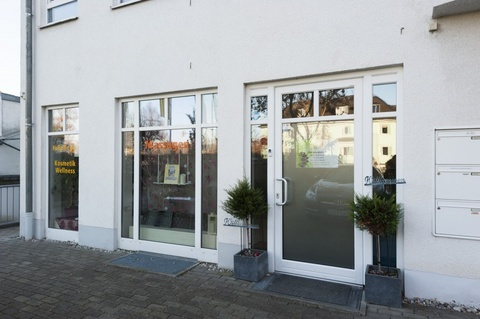 Vorderansicht mit Schaufensterfront (RECHTS) Attraktive und helle Gewerbefläche in Pasing