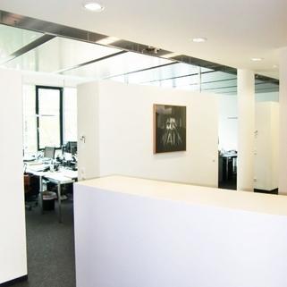 Innen2 So arbeitet man heute ... Chices Büro mit Dachterrasse