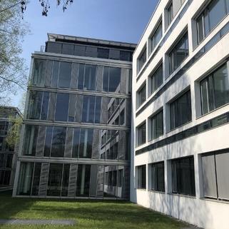 Außen2 Büros mit Transparenz und Blick in begrünte Innenhöfe