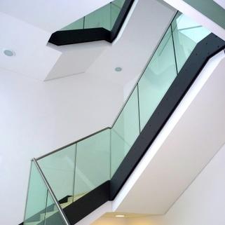 Treppe Repräsentative Büros in chicem Neubau