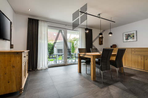 Wohnen gen Süden Exklusive 3,5 Zimmer Gartenwohnung mit Souterain, Sauna und Privatgarten verkauft.