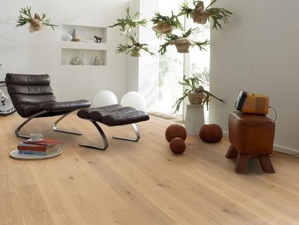 Ausstattungsmuster Wohnzimmer Premium 3 Zi. DG-Wohnung mit ca. 109m² Wfl, grosser Dachterrasse und 2x TG-Platz. Nur 2 Min. zur A9.