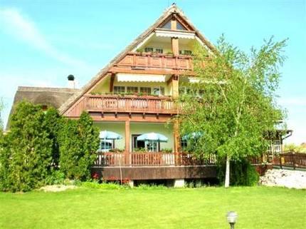 PSK0024_mvc-001f.jpg Sehr schönes Hotel mit Reet-Dach in der Nähe von Budapest