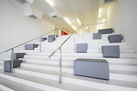 Eingangsbereich STOCK - Büroflächen mit Ausblick