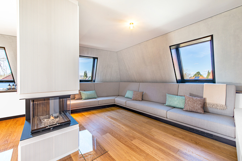 Wohnbereich mit Kamin (Teilillustration) Erstbezug: Penthouse mit Design-Interieur und Rooftop-Terrasse