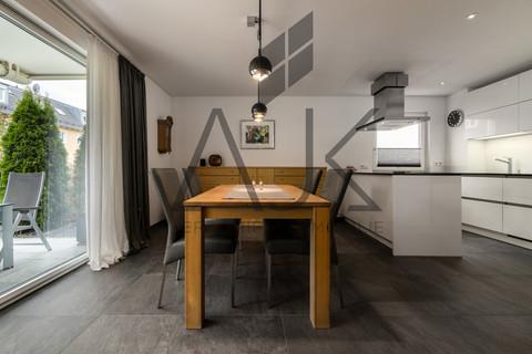 Living Exklusive 3,5 Zimmer Gartenwohnung mit Souterain, Sauna und Privatgarten verkauft.