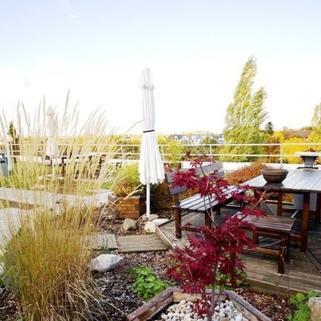 Terrasse1 Terrassen ... Begrünte Innenhöfe ... Schicke Büros ... Was will man mehr?