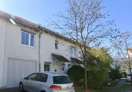 Außenansicht Hauseingang Familienfreundliches, großzügiges Reihenmittelhaus in schöner, ruhiger Lage Ottobrunn/Riemerling