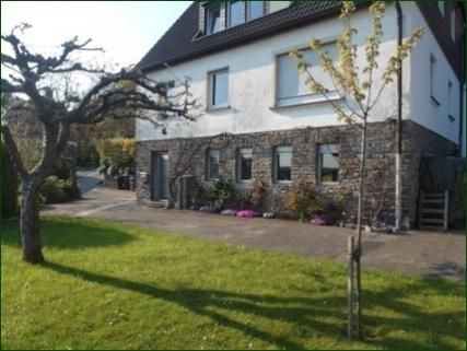 Garten/Terrasse AbacO: Schicke Wohnung mit Garten, Terrasse, Stellplatz und wunderschönem Ausblick ins Tal