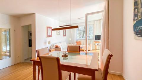 Ess- und Wohnzimmer Hochwertig ausgestattete Balkonwohnung