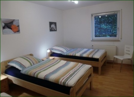 Schlafzimmer Schicke Wohnung mit Garten, Terrasse, Stellplatz und wunderschönem Ausblick ins Tal