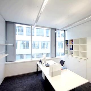 Innen4 Formvollendete Büros in elegantem Neubau