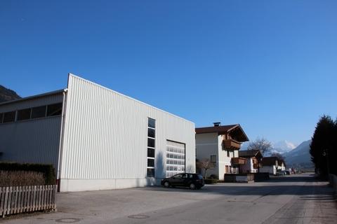 Ansicht-1-ba Säulenfreie Halle, Werkstatt, Lager & Büro im Zillertal mieten
