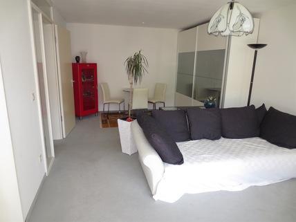 ....Wohnbereich **An den Isarauen**Lichtdurchflutete 2-Zimmer-Wohnung mit Balkon in Unterföhring**