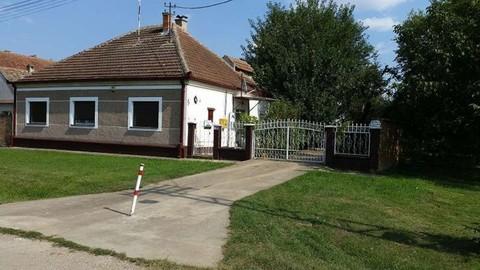 PYU0026_mvc-001f.jpg Einfamilienhaus auf grossem Grundstück