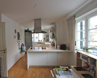 Bild 3 offene Küche Helle, neuwertige 3-Zimmer-Wohnung mit Balkon in ruhiger Lage von Harlaching