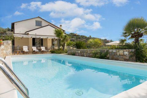 Villa Luxuriöse Villa mit herrlichem Meerblick