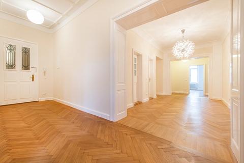 Flur Herrschaftliche 5-Zimmer-Altbauwohnung mit Kamin und Südbalkon