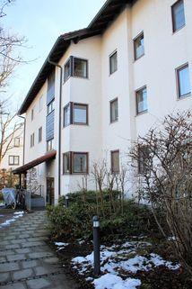 Haus Zugang Ruhige 3-Zi.-Garten-Whg. mit hohem Wohnwert - 82131 Gauting