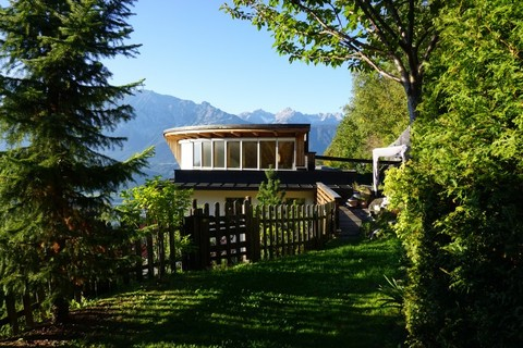 Hausansicht von Garten Besonderes Architektenhaus mit Baugrundstück