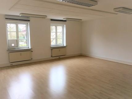 Helle Räume Büroetage in zentraler Lage in Aschheim bei München - Teilung möglich