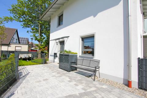 Eingangsbereich -VERKAUFT- Neuwertiges Einfamilienhaus mit großem Garten in Ortsrandlage von Feldkirchen