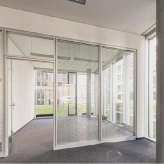 Innen1 Büros mit Transparenz und Blick in begrünte Innenhöfe