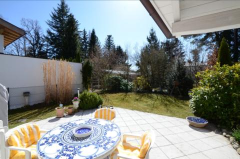 Terrasse Waldtrudering: Gepflegte Doppelhaushälfte, absolut ruhig gelegen