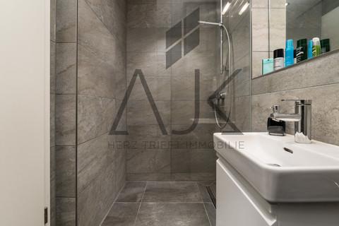 Duschbad2 Exklusive 3,5 Zimmer Gartenwohnung mit Souterain, Sauna und Privatgarten verkauft.