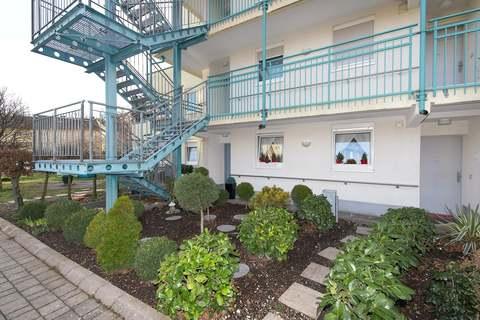 gepflegter Vorgarten Barrierefreie, sonnige 2-Zimmer-Wohnung mit Gartenanteil in Röthenbach b. Schweinau