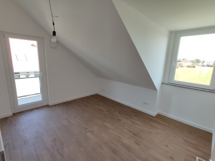 Zimmer Erstbezug: Dachterrassenwohnung mit Galerie und exkl. Marken-Einbauküche!