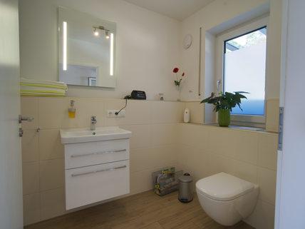 Gäste-WC Barrierefreie, neuwertige DHH in Pentling