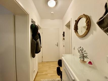 Flur Ruhig gelegene 2-Zimmer-Wohnung mit Balkon in Oberhausen